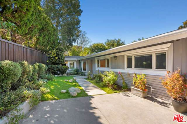 3593 Stonewood Dr, Sherman Oaks, CA 91403 (#20-583628) :: Randy Plaice and Associates