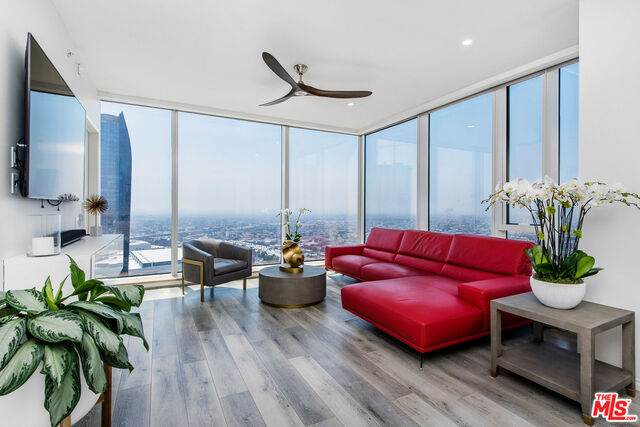 889 Francisco St #3806, Los Angeles, CA 90017 (#20-583636) :: The Pratt Group
