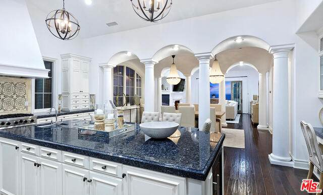 12 Cliffhouse, Newport Beach, CA 92657 (#20-583946) :: The Pratt Group