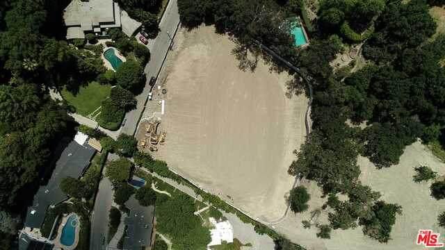 3915 Hollyline Ave, Sherman Oaks, CA 91423 (#20-584328) :: Randy Plaice and Associates