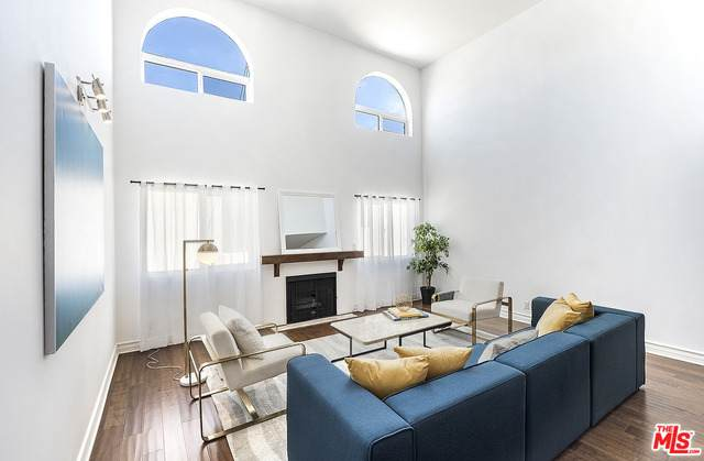 1227 Granville Ave Ph3, Los Angeles, CA 90025 (#20-584500) :: The Pratt Group