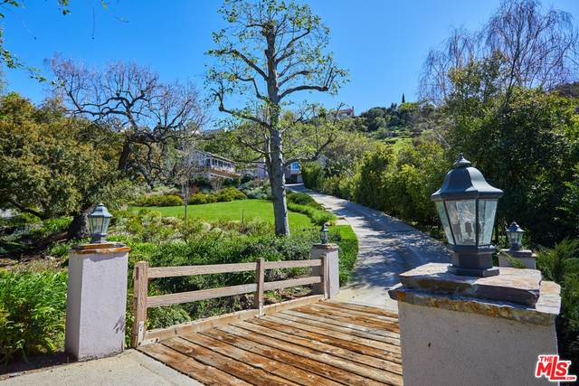 31716 Saddletree Dr, Westlake Village, CA 91361 (#20-584986) :: Randy Plaice and Associates