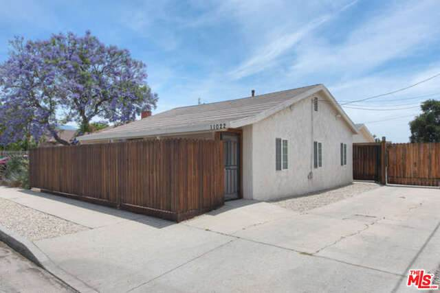 11022 Penrose St, Sun Valley, CA 91352 (#20-586966) :: HomeBased Realty