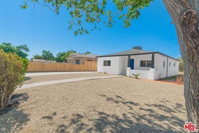 1420 E 9th St, Bakersfield, CA 93307 (#20-593798) :: HomeBased Realty