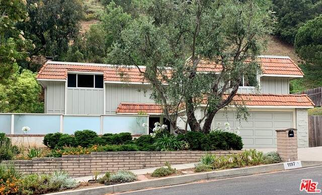1197 Bienveneda Ave, Pacific Palisades, CA 90272 (#20-598704) :: The Pratt Group