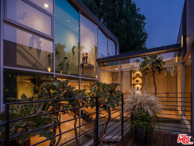279 S Westgate Ave, Los Angeles, CA 90049 (#20-598862) :: Randy Plaice and Associates