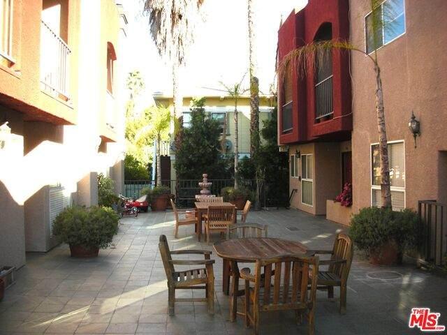 1957 N Bronson Ave #104, Los Angeles, CA 90068 (#20-599410) :: Randy Plaice and Associates