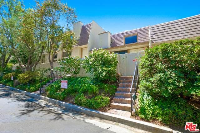 6121 Shoup Ave #14, Woodland Hills, CA 91367 (#20-599532) :: Berkshire Hathaway HomeServices California Properties
