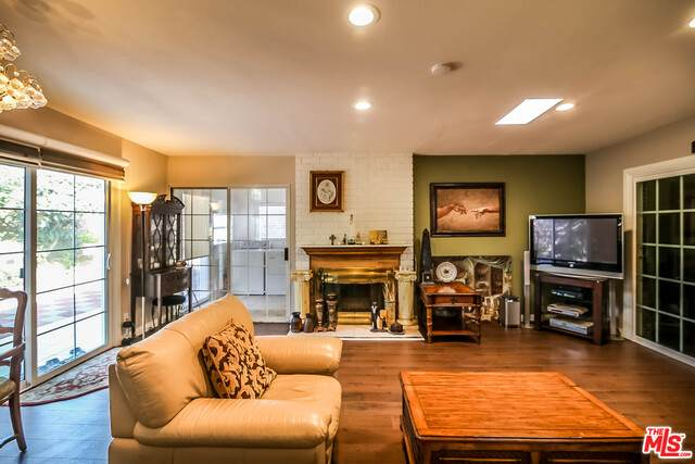 517 W Maplewood Ave, Fullerton, CA 92832 (#20-600184) :: The Parsons Team