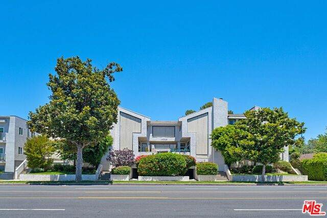 14025 Riverside Dr #2, Sherman Oaks, CA 91423 (#20-600514) :: The Parsons Team