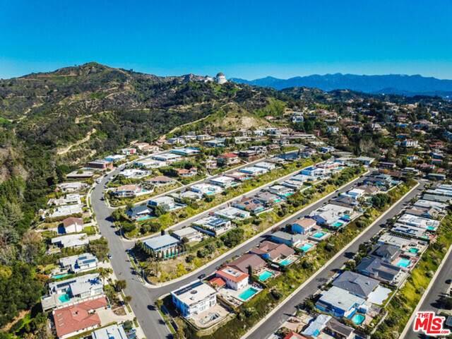 5272 Los Encantos Way, Los Angeles, CA 90027 (#20-600532) :: The Pratt Group