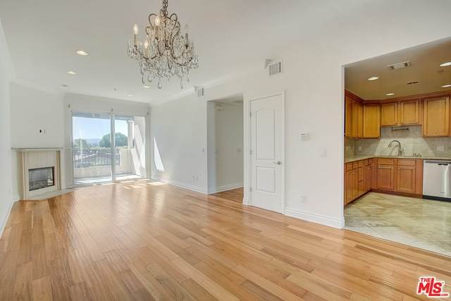 1444 S Point View St #302, Los Angeles, CA 90035 (#20-600552) :: Randy Plaice and Associates