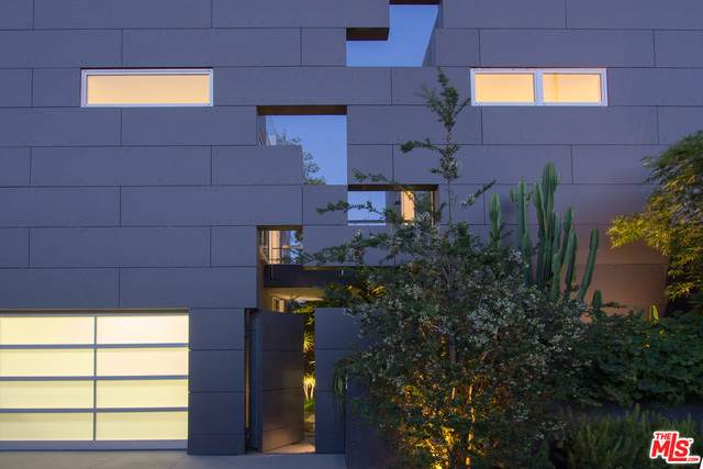 1201 Cabrillo Ave, Venice, CA 90291 (#20-601122) :: Randy Plaice and Associates