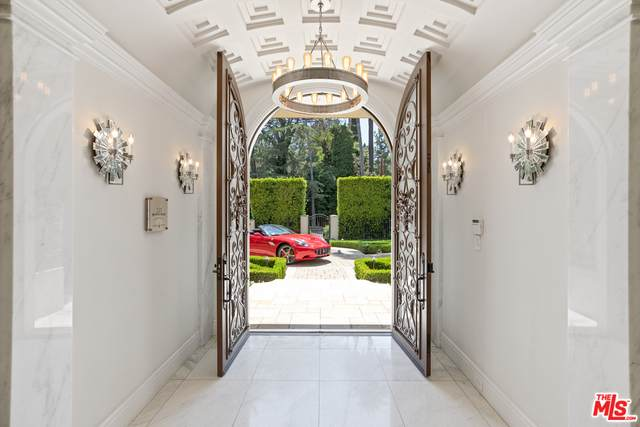 926 N Beverly Dr, Beverly Hills, CA 90210 (#20-601312) :: The Suarez Team