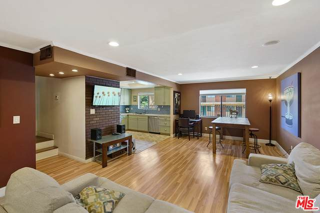 6847 Haskell Ave #3, Van Nuys, CA 91406 (#20-601406) :: The Pratt Group