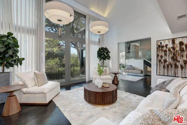 9653 Oak Pass Rd, Beverly Hills, CA 90210 (#20-601662) :: Randy Plaice and Associates