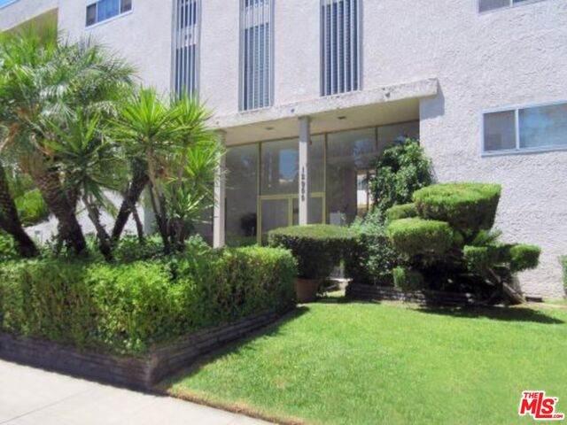 12955 Riverside Dr #111, Sherman Oaks, CA 91423 (#20-602546) :: Randy Plaice and Associates