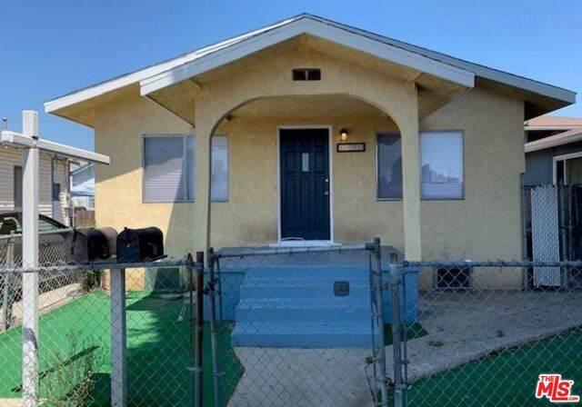 1401 E M St, Wilmington, CA 90744 (#20-604908) :: HomeBased Realty