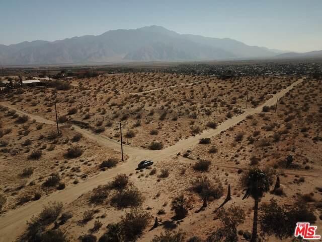 21 Brunn Ln, Desert Hot Springs, CA 92240 (#20-607186) :: HomeBased Realty