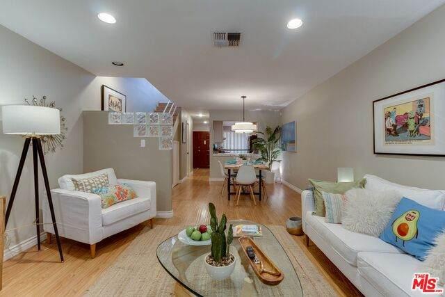 5820 Yolanda Ave #3, Tarzana, CA 91356 (#20-608200) :: Randy Plaice and Associates