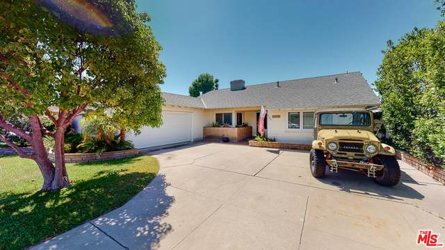 1115 Essex Ln, Newport Beach, CA 92660 (#20-611322) :: Randy Plaice and Associates