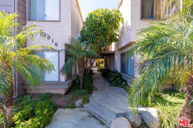 18316 Hatteras St #35, Tarzana, CA 91356 (#20-612470) :: Randy Plaice and Associates
