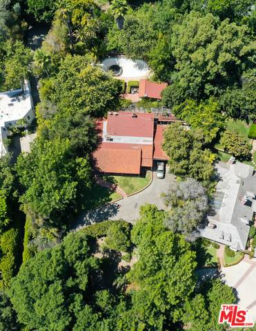 12301 Viewcrest Rd, Studio City, CA 91604 (#20-612672) :: TruLine Realty