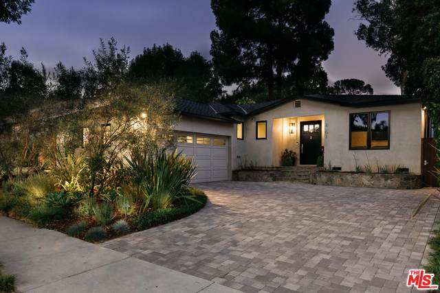 2502 Castle Heights Ave, Los Angeles, CA 90034 (#20-613392) :: Randy Plaice and Associates