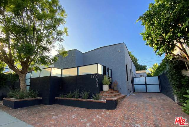9001 Norma Pl, West Hollywood, CA 90069 (#20-615814) :: The Suarez Team