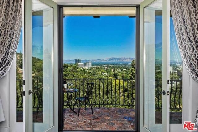 14764 Round Valley Dr, Sherman Oaks, CA 91403 (#20-616664) :: Randy Plaice and Associates