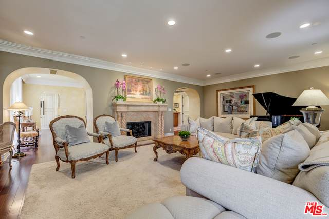 135 S Mccarty Dr #301, Beverly Hills, CA 90212 (#20-618338) :: Randy Plaice and Associates