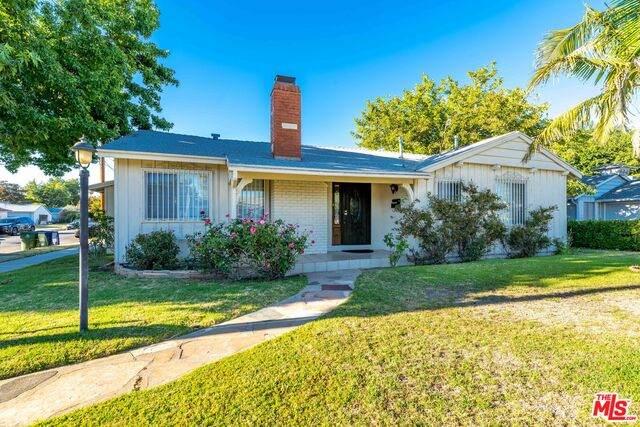 13853 Wyandotte St, Van Nuys, CA 91405 (#20-618446) :: HomeBased Realty