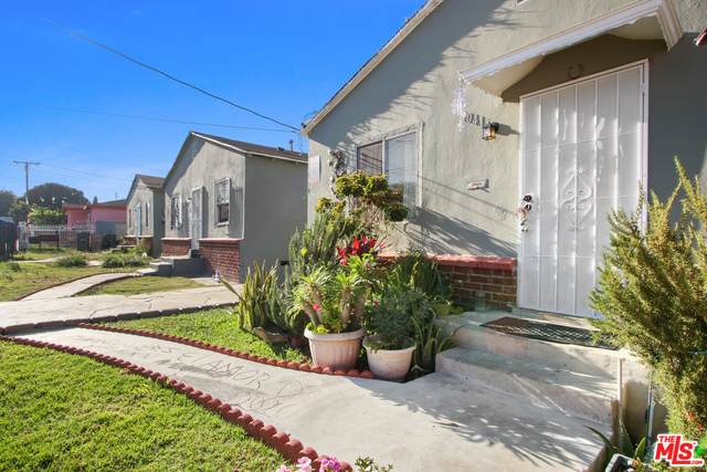 1041 W 108th St, Los Angeles, CA 90044 (#20-625930) :: Compass