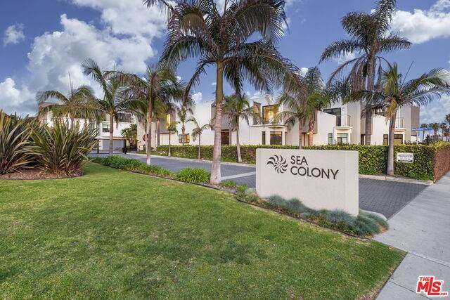 35 Sea Colony Dr - Photo 1