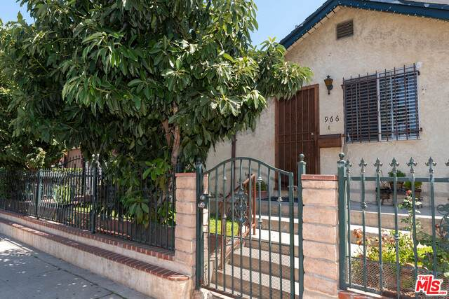 966 S Orme Ave, Los Angeles, CA 90023 (#20-628078) :: HomeBased Realty