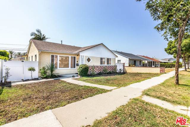 3626 W 181St St, Torrance, CA 90504 (#20-628474) :: Berkshire Hathaway HomeServices California Properties