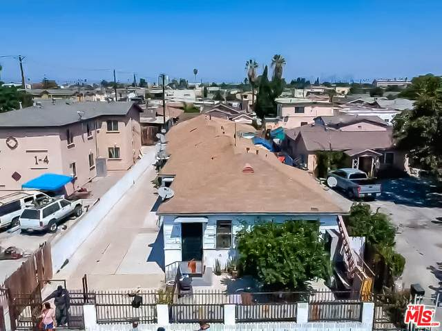 737 W 77Th St, Los Angeles, CA 90044 (#20-628532) :: Compass