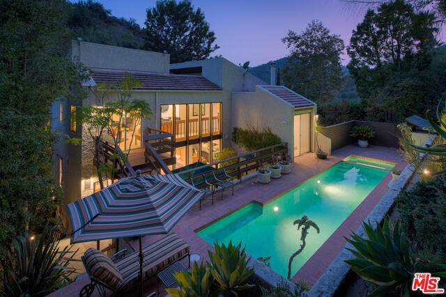 9869 Portola Dr, Beverly Hills, CA 90210 (#20-634054) :: The Suarez Team