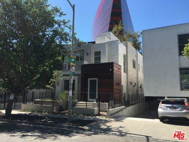 723 Huntley Dr #2, West Hollywood, CA 90069 (#20-634242) :: The Suarez Team