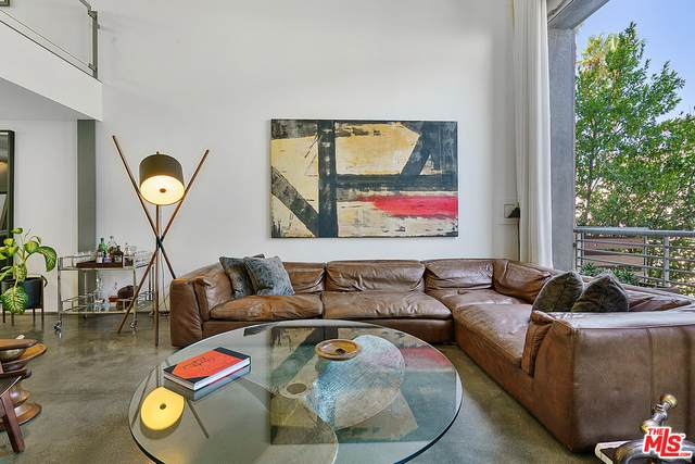 950 N Orange Grove Ave #2, West Hollywood, CA 90046 (#20-635746) :: HomeBased Realty