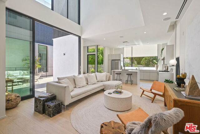 4116 Wade St, Los Angeles, CA 90066 (#20-636026) :: Compass