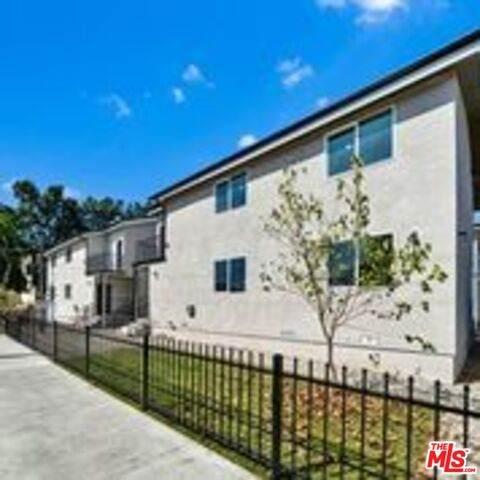 14711 Saticoy St, Van Nuys, CA 91405 (#20-636374) :: HomeBased Realty