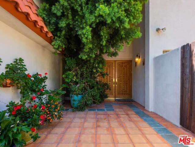2533 La Condesa Dr, Los Angeles, CA 90049 (#20-636662) :: Compass