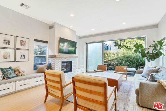 723 Navy St, Santa Monica, CA 90405 (#20-637400) :: HomeBased Realty