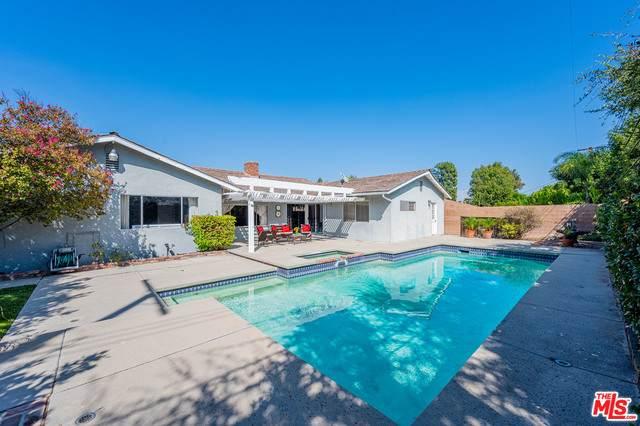 23954 Crosson Dr, Woodland Hills, CA 91367 (#20-637506) :: Compass