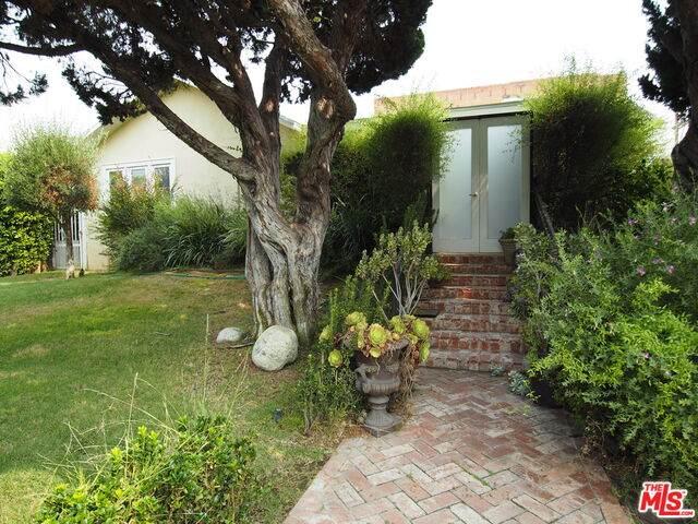 1056 S St Andrews Pl, Los Angeles, CA 90019 (#20-637900) :: HomeBased Realty