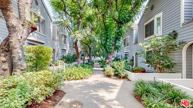 542 N Marengo Ave #2, Pasadena, CA 91101 (#20-638140) :: The Suarez Team