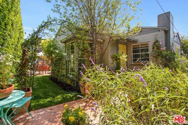 5130 W 20th St, Los Angeles, CA 90016 (#20-638200) :: HomeBased Realty