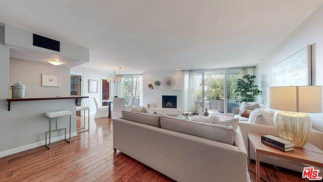 8401 Fountain Ave #4, West Hollywood, CA 90069 (#20-638592) :: HomeBased Realty