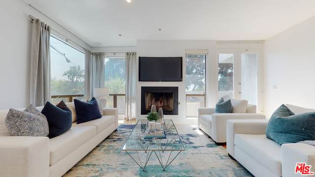 8601 W West Knoll Dr #1, West Hollywood, CA 90069 (#20-638602) :: HomeBased Realty
